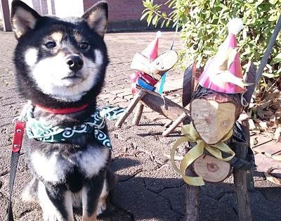 犬のオブジェと福